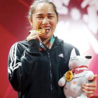 Bakit nga ba kagat ng Atleta ang kanilang Gold medal?